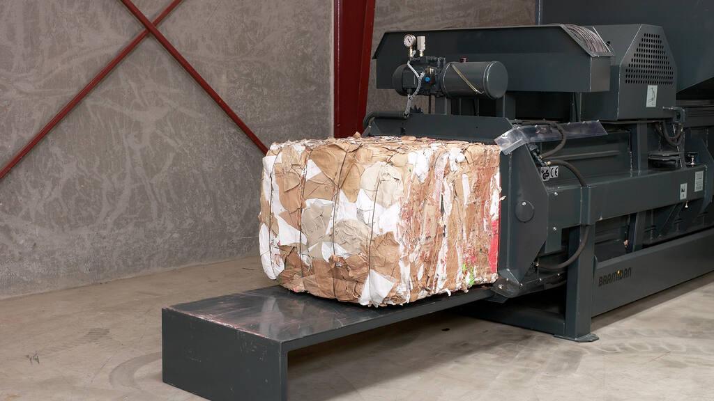 No6-Bramidan-Presto-HCA-HC30-eject-cardboard-bale-1600x900.jpg