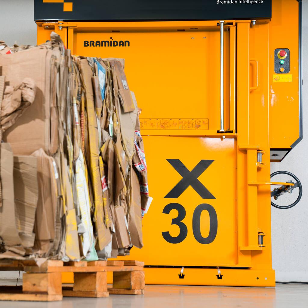 No3-Bramidan-X30-LP-machine-and-cardboard-bale-1500x1500.jpg