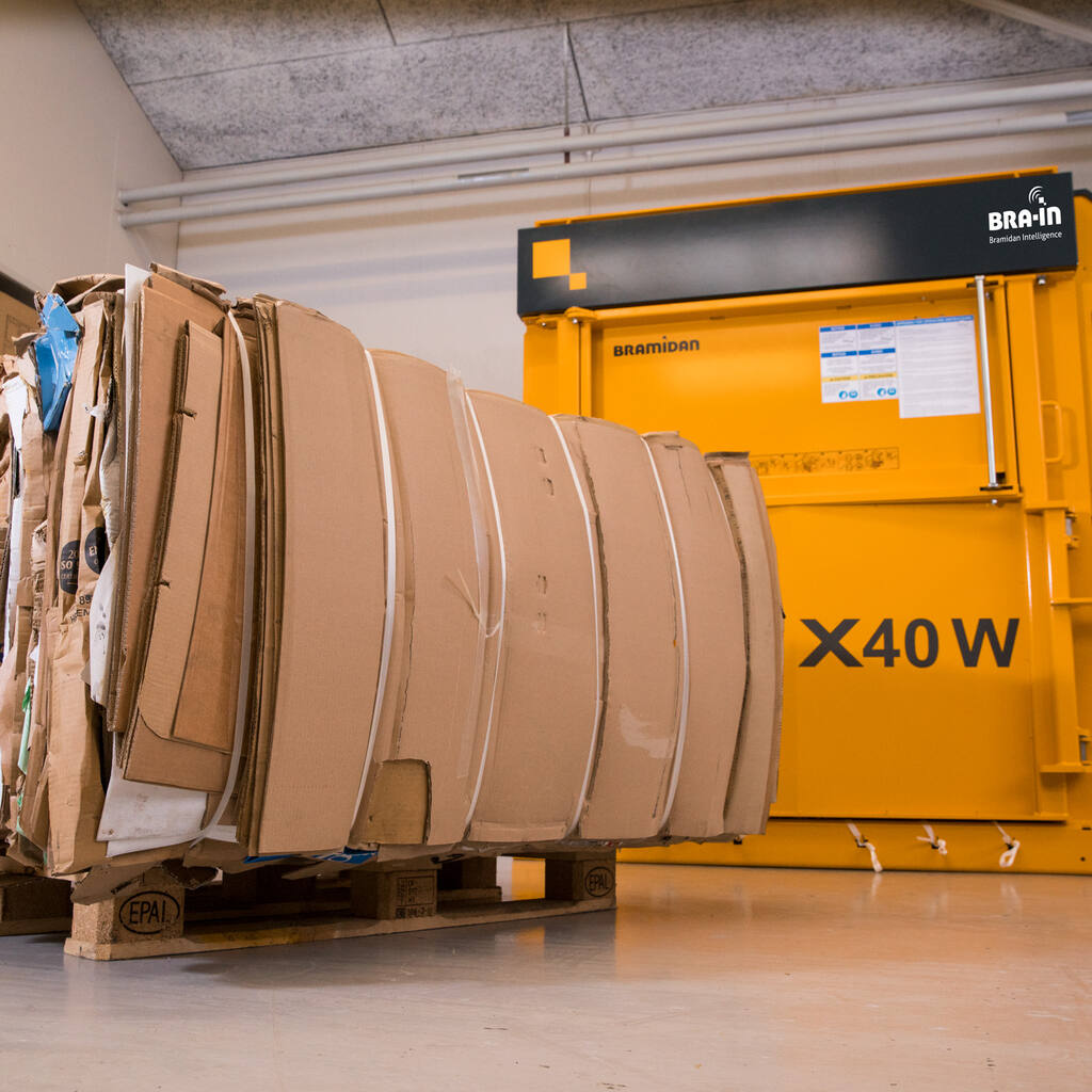 No5-X40-Wide-machine-and-cardboard-bale-1500x1500.jpg