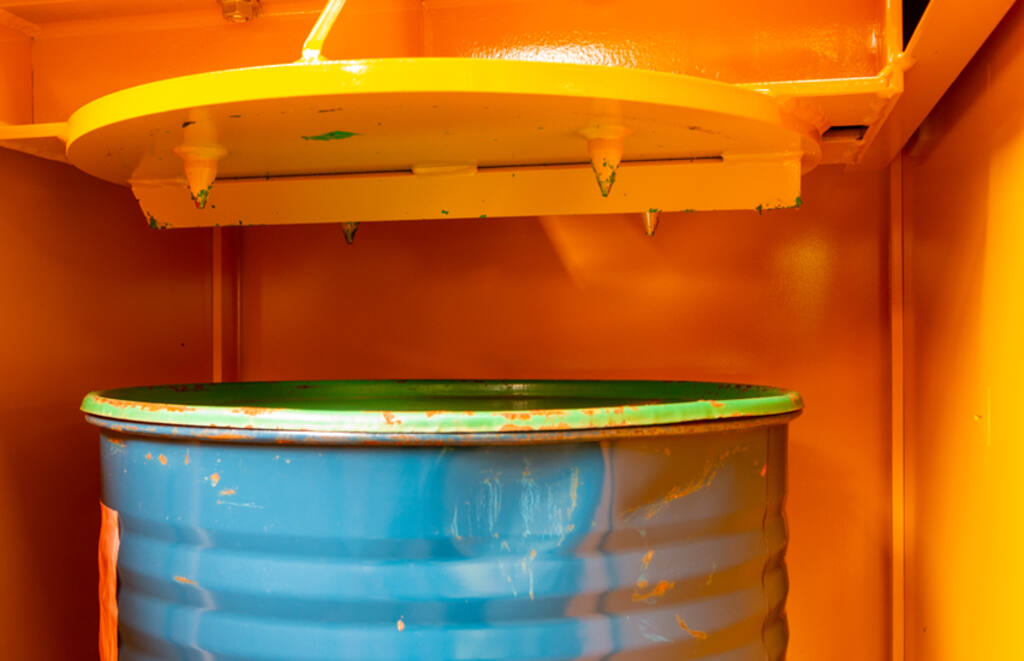 DP16-machine-and-spikes-852x550-Rev-colour.jpg