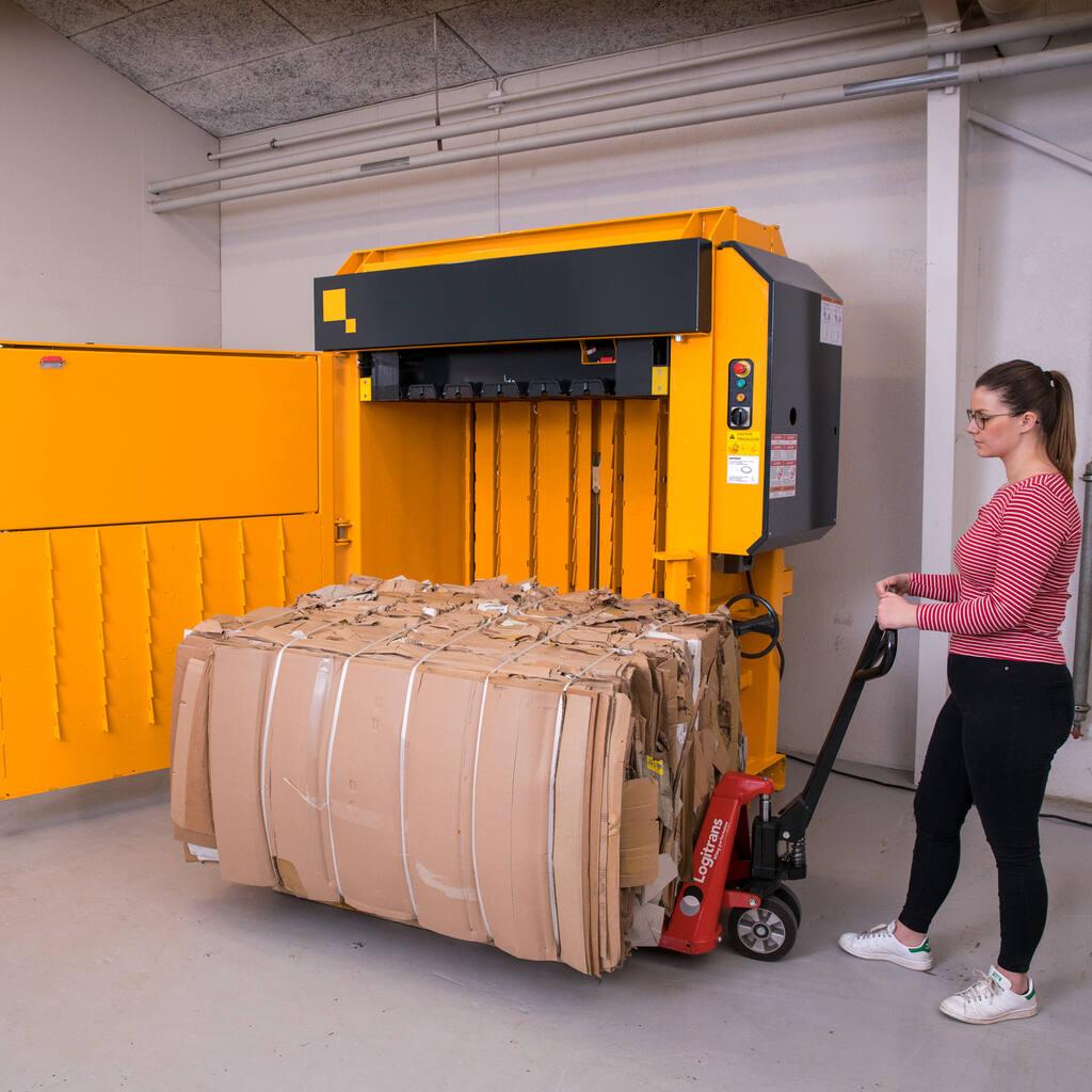 No4-X40-Wide-pull-cardboard-bale-1500x1500-TILFØJET.jpg