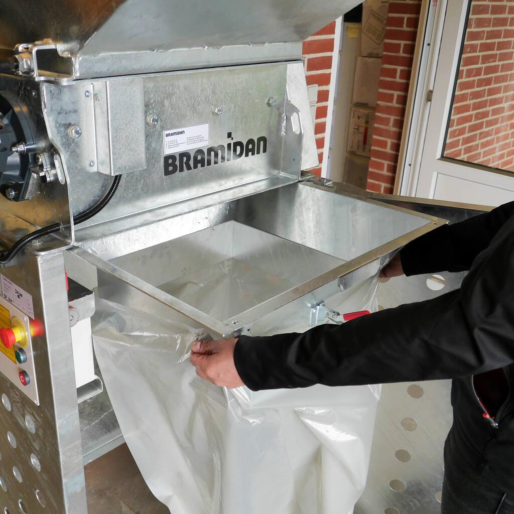 No3-Bramidan-EG-Gavlvanized-Granulator-attach-plastic-bag-1500x1500.jpg